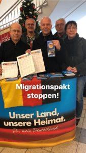 AfD-Infostand von Robby Schlund mit Holocaustleugner Christian Bärthel